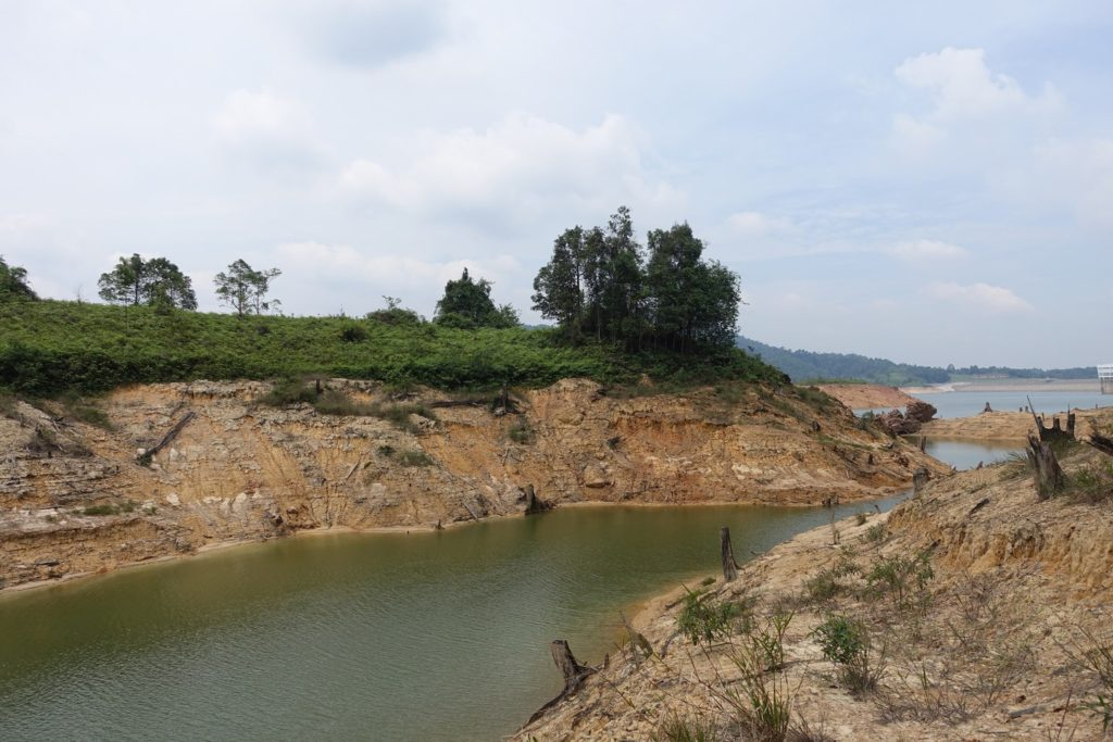 Linggiu Reservoir, Johor in June 2016. The reservoir provides Singapore with about half of its water supply, but dry weather and increased usage in Malaysia have seen drastic drops in water levels. Image: Eco-Business